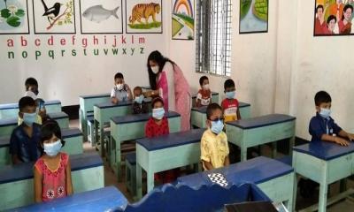 প্রায় ১৯ মাস শিক্ষা প্রতিষ্ঠান বন্ধ থাকার পর সিরাজগঞ্জে উৎসবমুখর পরিবেশে ক্লাশ শুরু