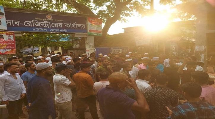 কুমিল্লায় কোরআন অবমাননার প্রতিবাদে নোয়াখালীতে বিক্ষোভ মিছিল-ভাংচুর,আটক ১